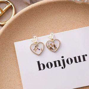 Love shape stud earrings